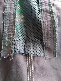 Todos los bordes de las mallas debidamente remallados y protegidos para evitar el deshilachado.